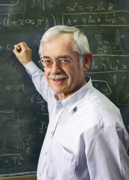 العملاق بيكنشتين كان يجلس مع استاذه ويلير وسأل سؤال إن الثقب الأسود لغز كبير - STJEGYPT