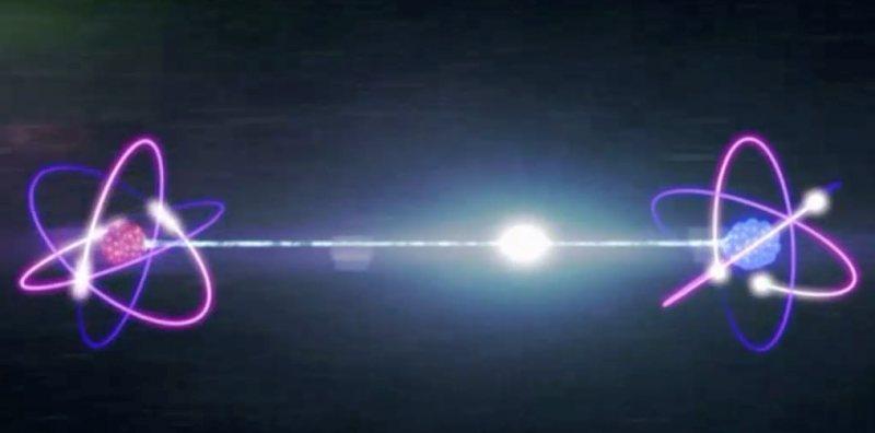 النظرية التي أنقذتني | هو الضوء موجة ولا جسيم؟!