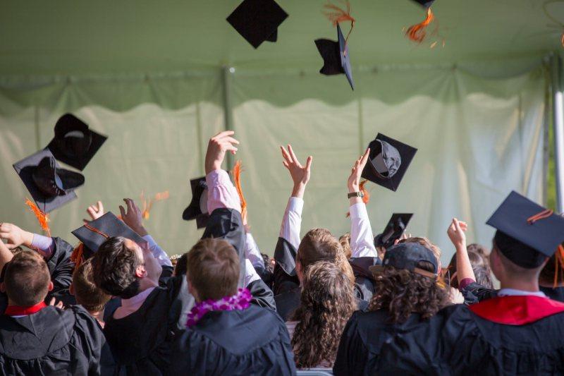 اهم عشر منح لطلبة الثانوية العامة - STJEGYPT
